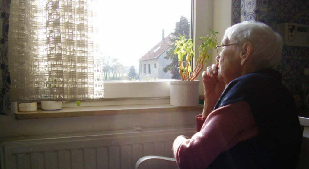 personas mayores viven solas