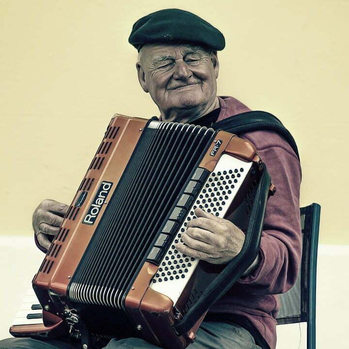 ancianos-con-demencia-y-el-uso-de-musicoterapia