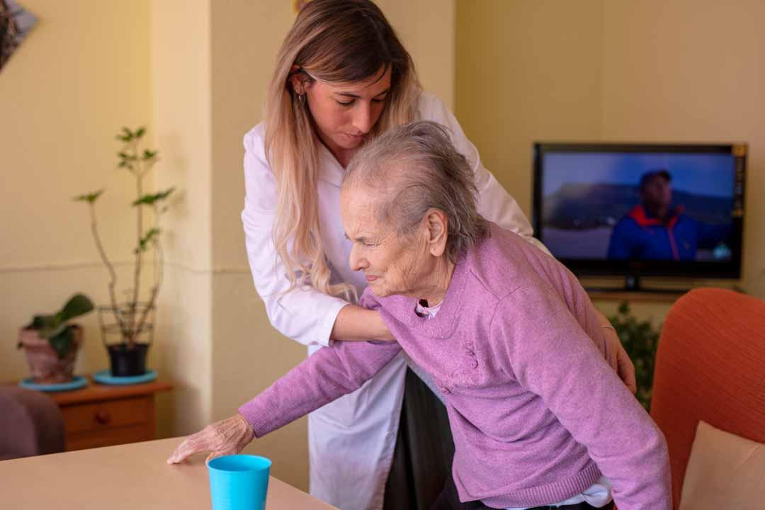residencias-de-ancianos-atenciones