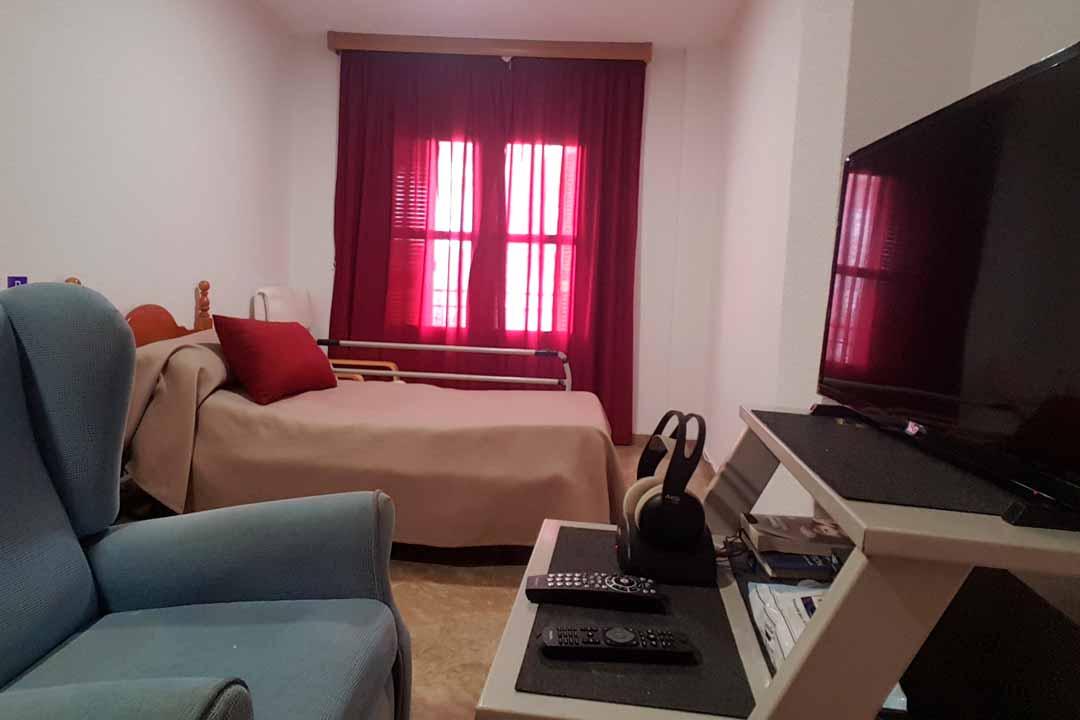 residencia-ancianos-guejar-sierra-habitacion-personalizada