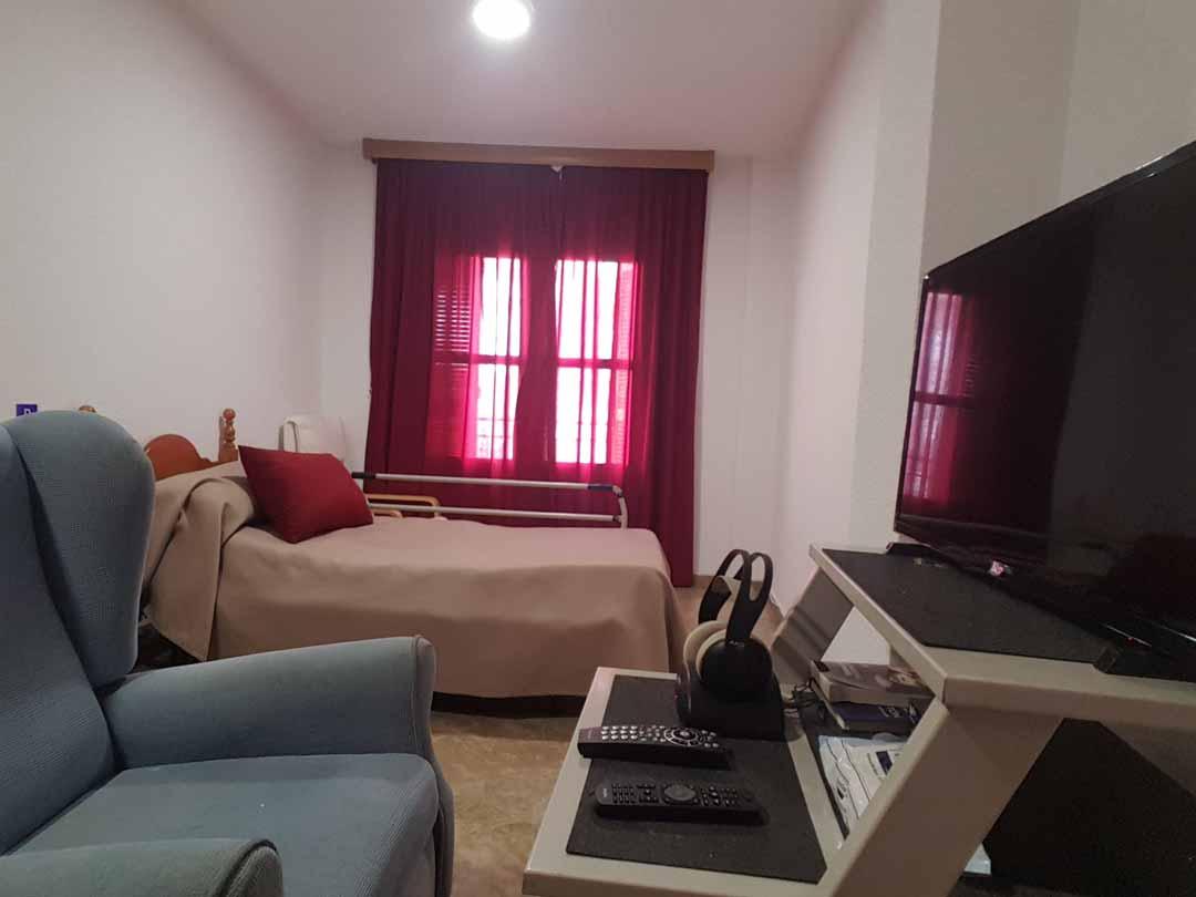 residencia-de-ancianos-granada-visierra-habitacion-personalizada
